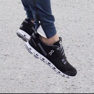 ON CLOUD🔴Running shoes Sz 10.5 women's